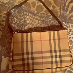 Authentic Burberry bag classic !